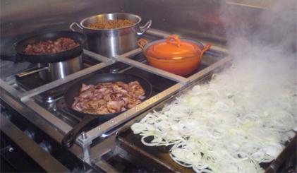 Naast de bekende blauwe hap nasi goreng mag de zeeuwse rijsttafel